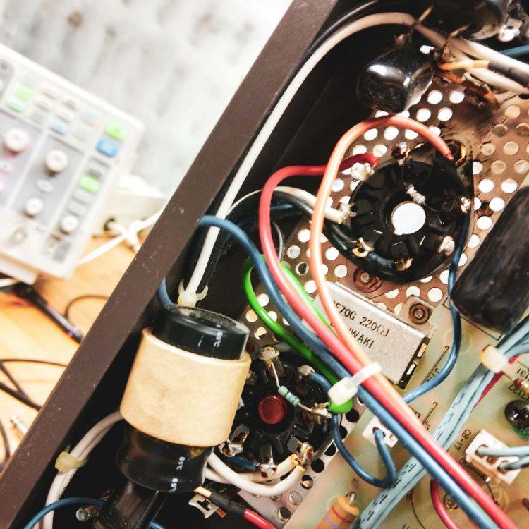 Luxman MQ360 - tube socket
